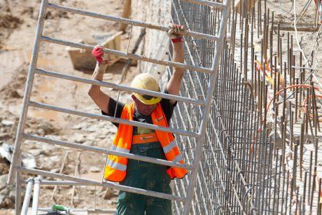 Įstatymų pakeitimai padės įteisinti statybininko kortelę