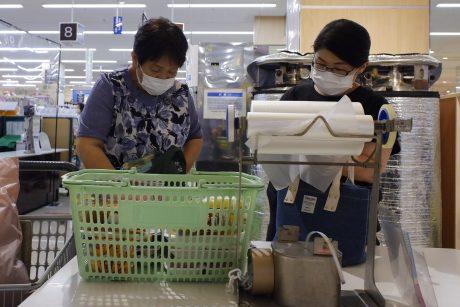 "Japonijos parduotuvėse atsiras ""lėtos kasos"" senjorams"