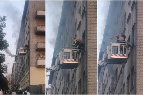 Įtariama, kad Vilniuje moteris padegė savo butą: gelbėtojai žmones kėlė pro langą