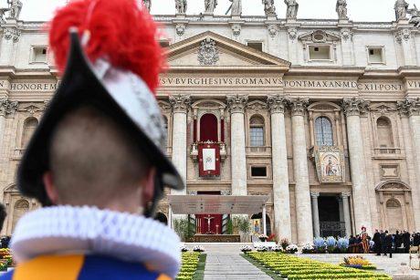 Vatikanas smerkia paniekos aktą, kai į upę buvo sumestos statulėlės iš Amazonijos