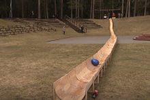 Mažeikių rajone pagamintas kone 60 metrų ilgio margučių ridenimo lovelis
