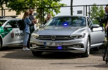 Kaune greičio mėgėjus tramdys naujas nežymėtas policijos automobilis <span style=color:red;>(vaizdo įrašas)</span>